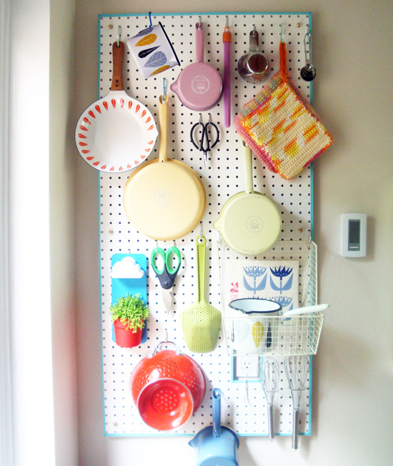 easy DIY peg board idea
